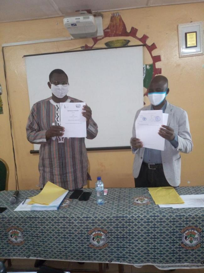 Exchange of the signed protocol between ECG and Banfora municipality (PH. N-R. ZOHOUN)