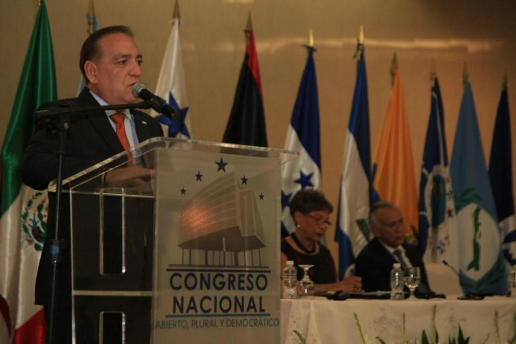 Deputy Edgardo Martínez addressing National Congress in Honduras (photo from https://ptps-aps.org/)
