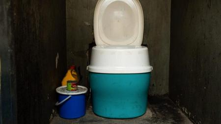 Container-based toilet