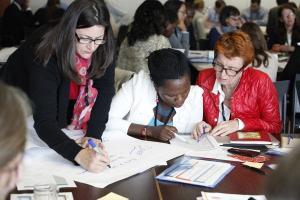 Travail en groupe lors du Forum AEPHA 2014 sur la durabilité. Photo: Felix Kalkman