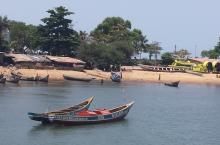 Image of a beach in Sierra Leone by Melanie Carrasco