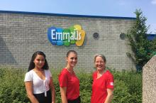 Elianey Kegel , Sara Bori and Ingeborg Krukkert before the Dutch primary school Emmaus