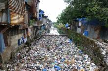 A stormwater drain in Mumbai, India filled with sewage and floating trash (photo: Giacomo Galli)