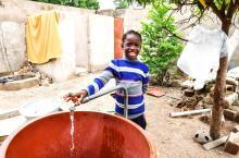 UNICEF et IRC conjuguent leurs efforts pour des services durables en eau potable, hygiène et assainissement au Burkina Faso.