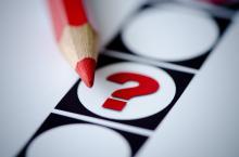 Kieslijst met rood potlood