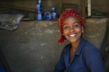 Smiling Woman In Medebar Metal Market, Asmara, Eritrea. Copyright: © ERIC LAFFORGUE / Alamy