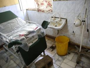 THIS LABOR AND DELIVERY ROOM IN AFRICA HAS NO WATER. THE LACK OF SUSTAINABLE WASH PLAGUES HEALTHCARE FACILITIES THROUGHOUT LOW-