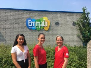 Elianey Kegel , Sara Bori and Ingeborg Krukkert before the Dutch primary school Emmaus