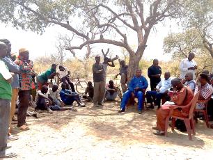 Échanges entre la communauté de Kalla et les participants des communes invitées par IRC