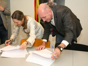 Ministry of Foreign Affairs and IRC sign WASH IT! partnership agreement