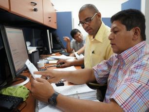 Técnicos cargando datos al SIASAR