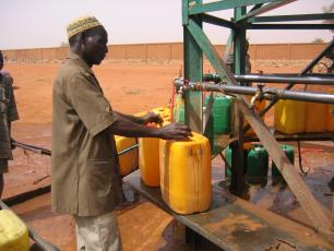 Man filling jerry cans with water in Niger