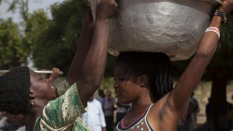 Women carrying water in Ghana. Photo: Petra Brussee/IRC