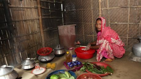 Handwashing before preparing food - Bangladesh.